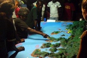 A village elder describes the Boe Boe environment using the 3D model. Photo © TNC