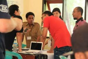 Discussing initiatives to support ecological and social resilience, Gili Islands, Indonesia. © James Tan Chun Hong